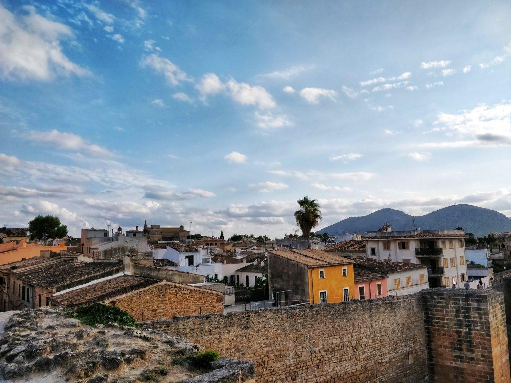 Le vieux village d'Alcudia depuis les toits