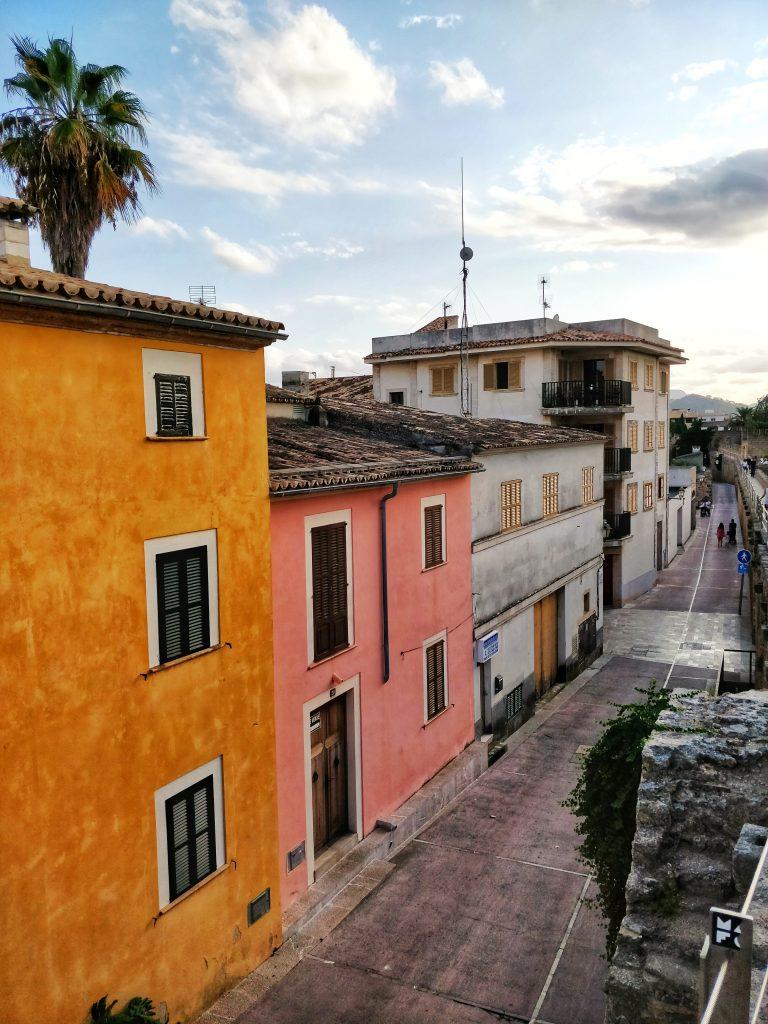 Alcudia et ses maisons colorées